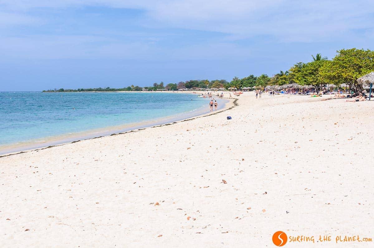 Playa Ancon cerca de Trinidad a Cuba. Viajar a Cuba