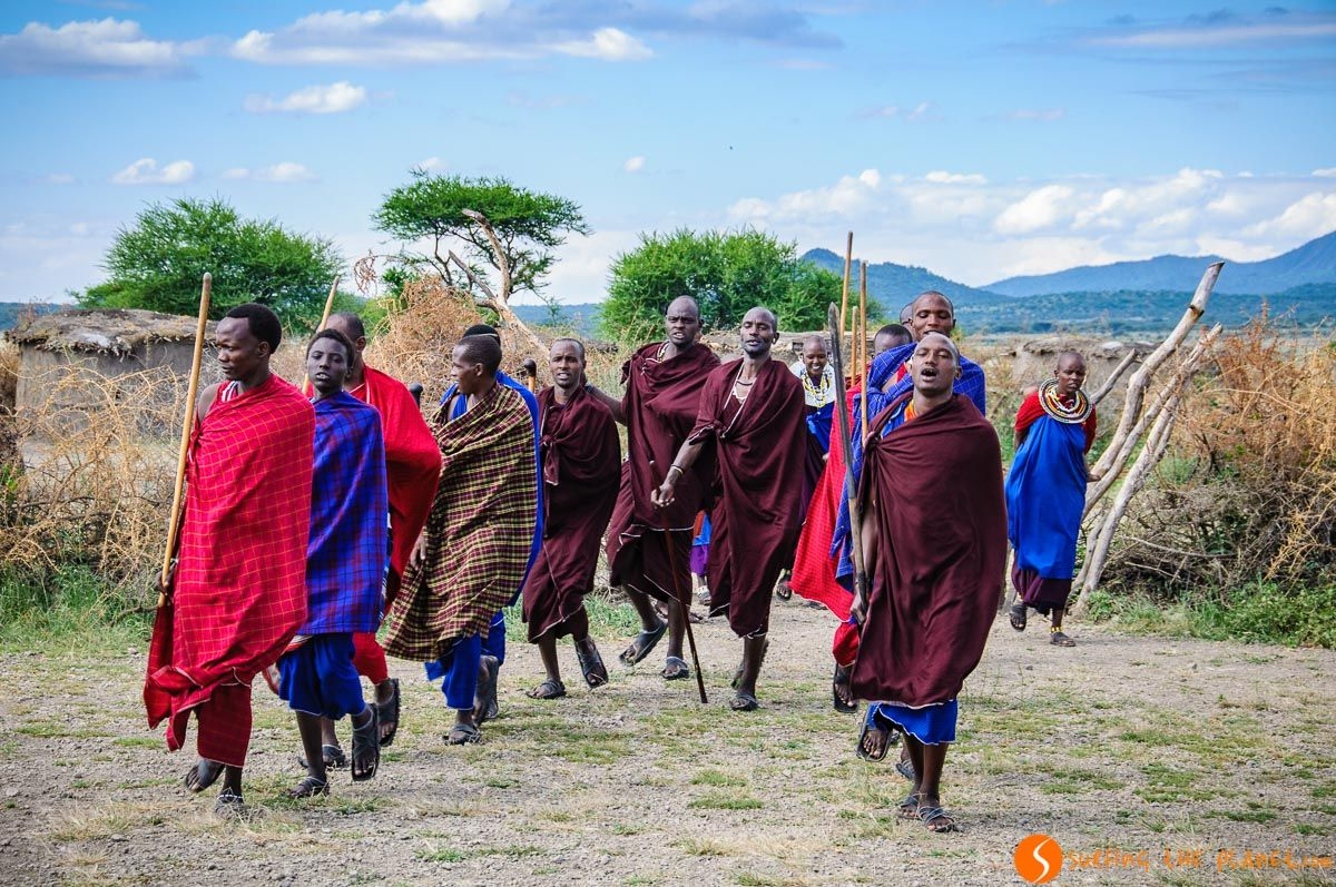 Gente Masai cerca del Lago Manyara, Tanzania