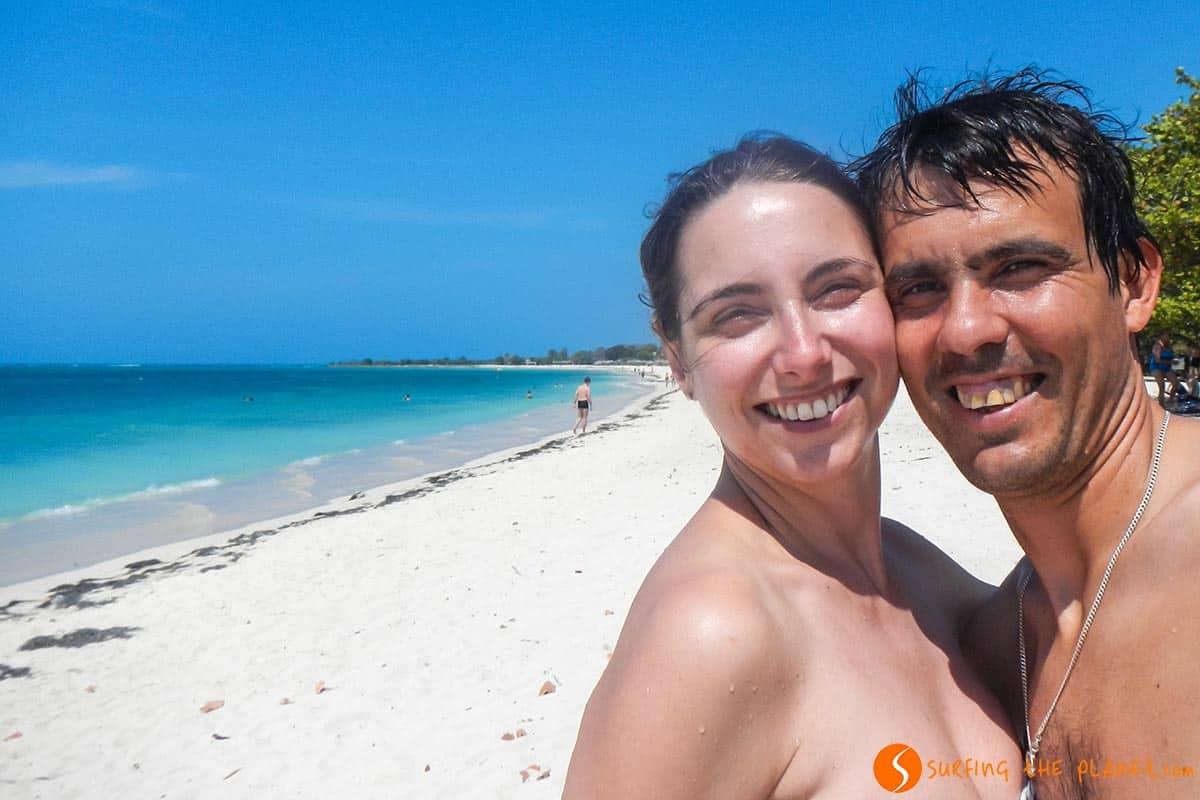 Disfrutando de Playa Ancón, Cuba