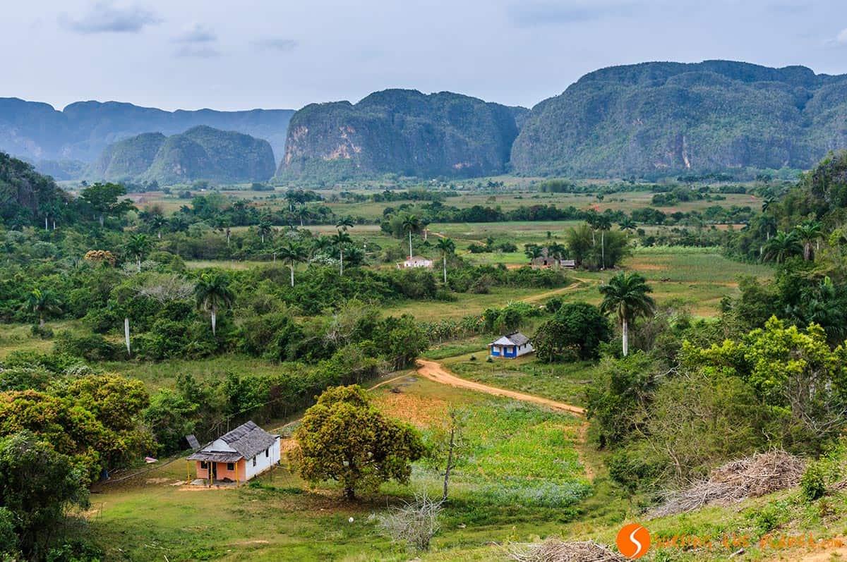 Paisaje con casas Valle de Viñales, Cuba | Que visitar en Viñales