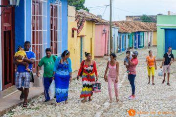 Gente en la calle, Trinidad, Cuba