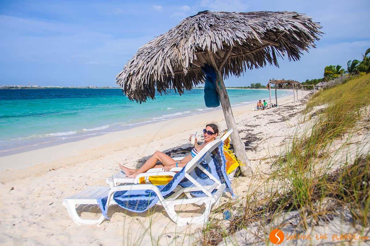 Sombrilla y tumbona, Cayo Las Brujas, Cuba