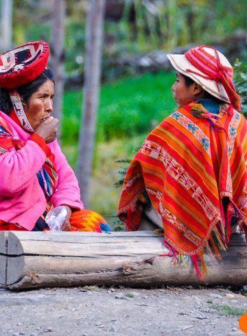 Quechua familia en los Andes, Perú