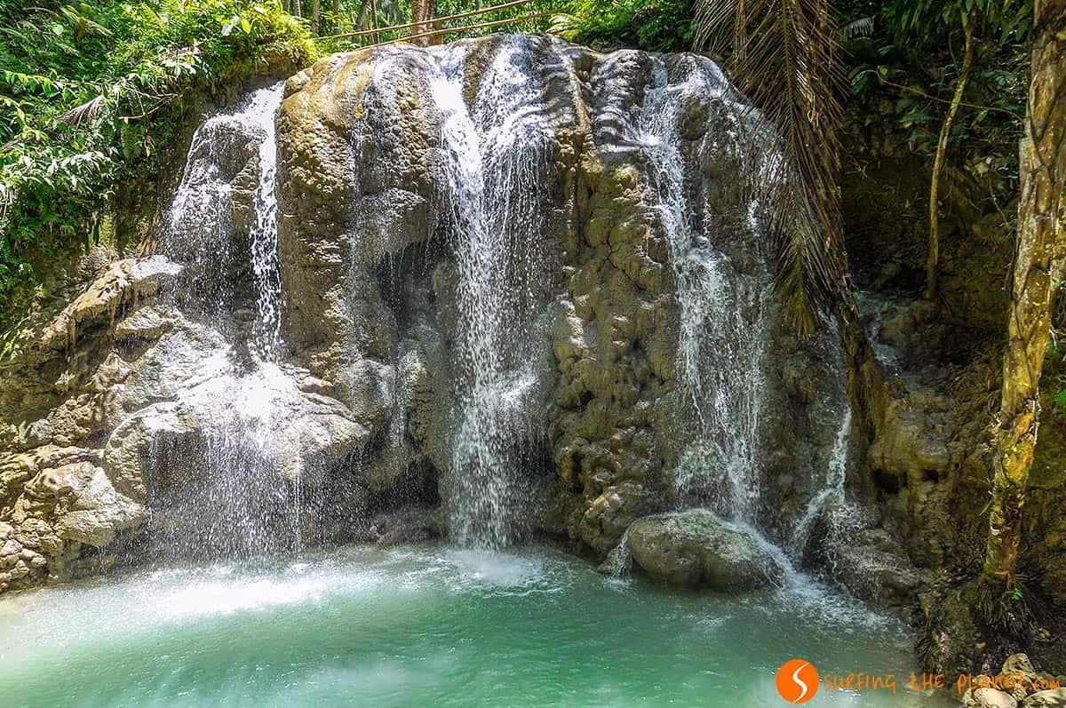 Cascada impresionante, Siquijor, Filipinas