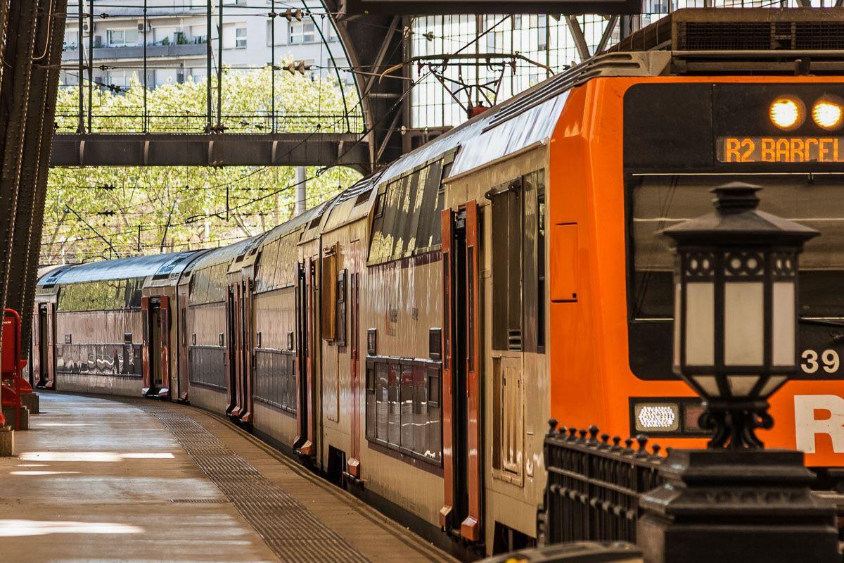 Tren de cercanías, Barcelona, Cataluña, España | Cómo llegar al Centro de Barcelona desde el Aeropuerto