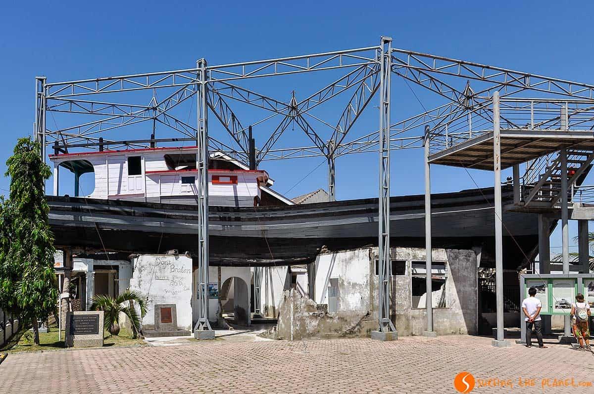 Barco atrapado, Banda Aceh, Sumatra, Indonesia | Que ver Indonesia 2 semanas, isla Sumatra