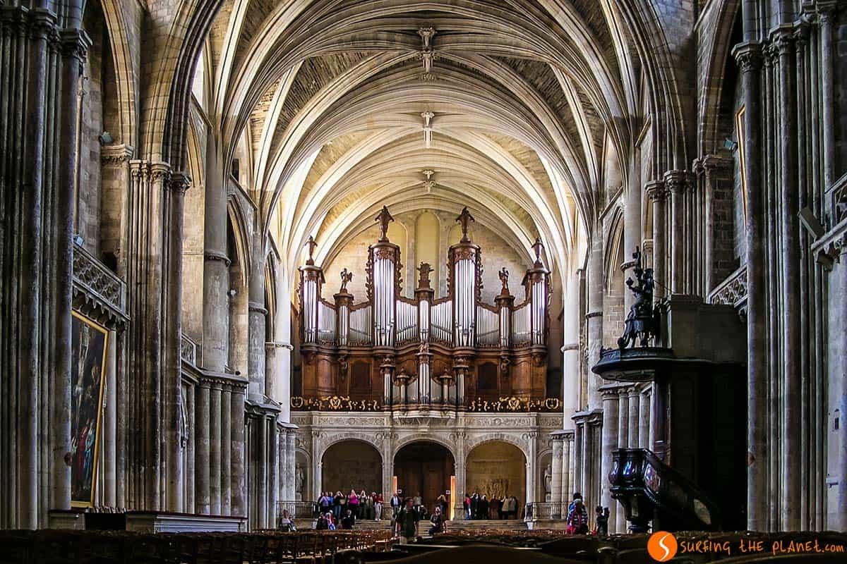 Interior de la Catedral, Burdeos, Francia