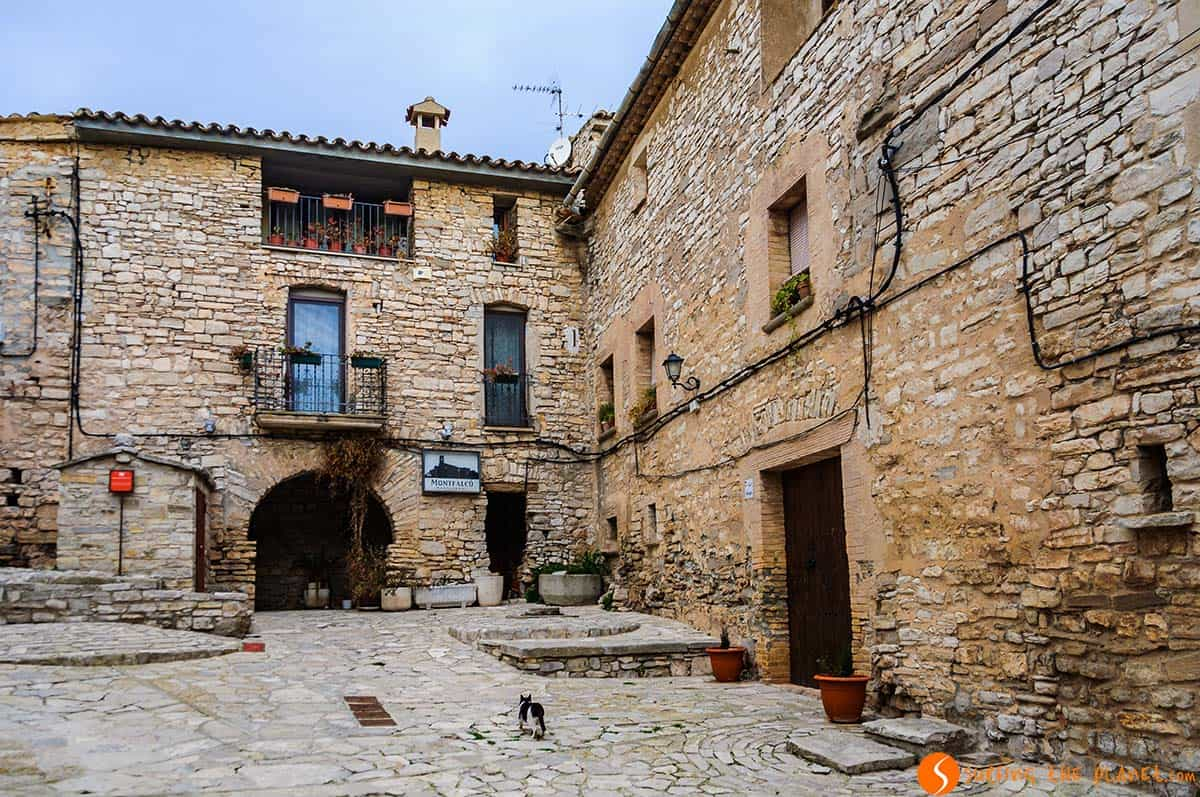 Plaza Mayor, Montfalco Murralat, Catalonia | The 25 most picturesque villages near Barcelona
