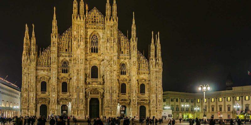 La Catedral por la noche, Milan, Italia