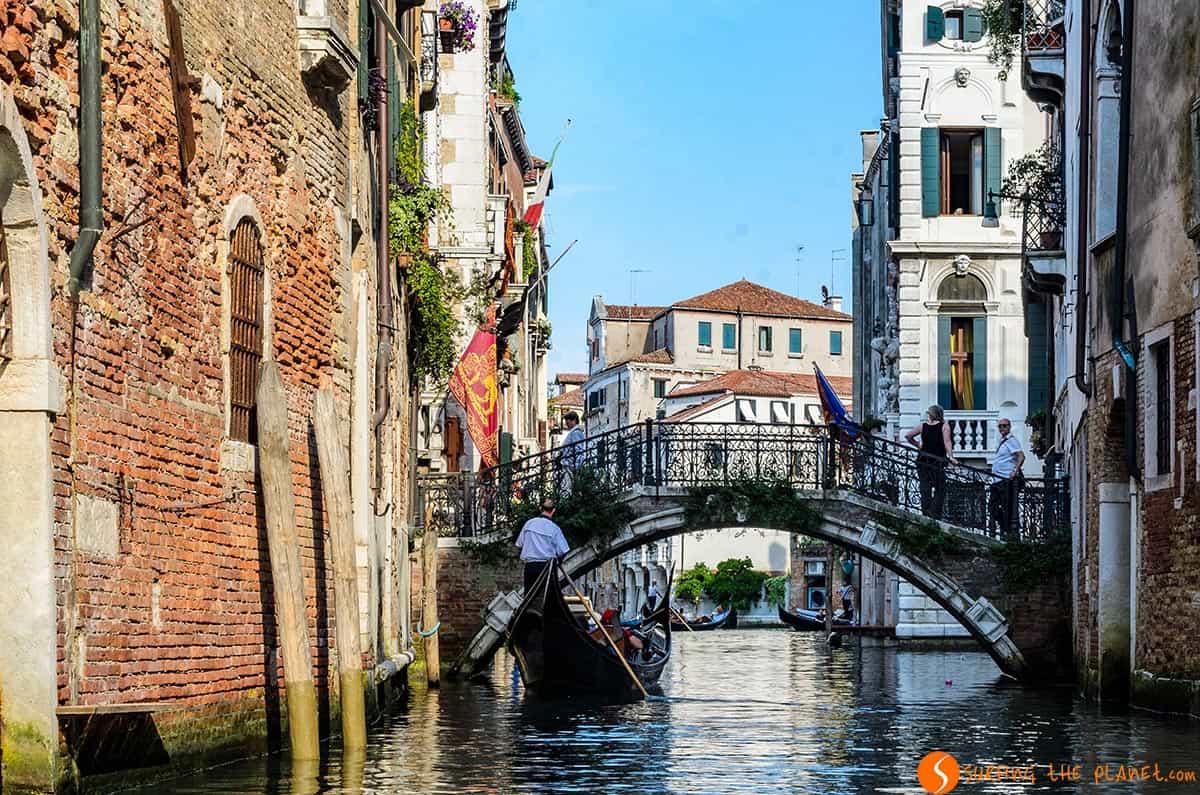 Gondola en los canales, Venecia, Italia | Qué visitar en Venecia