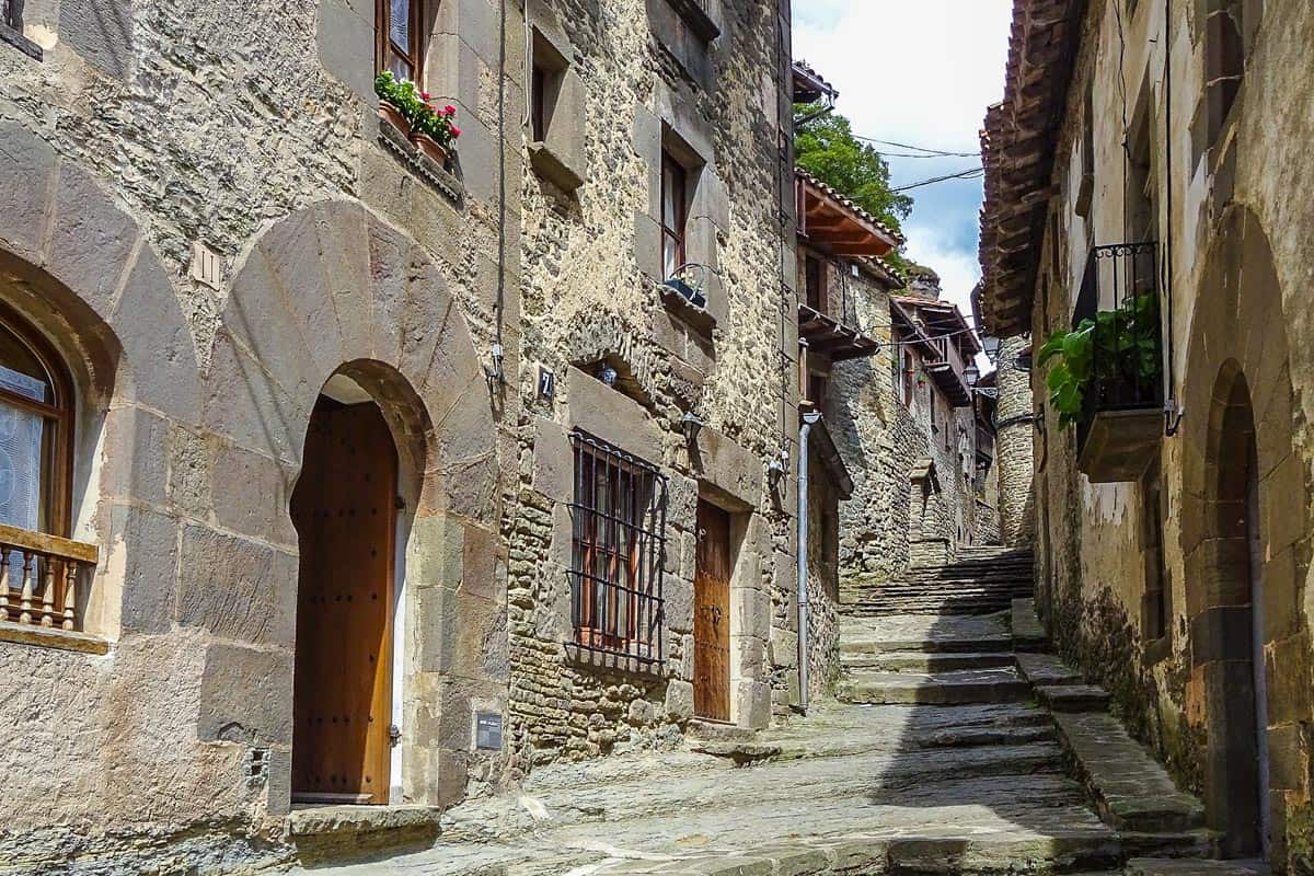 Calles medievales, Rupit, Cataluña, España