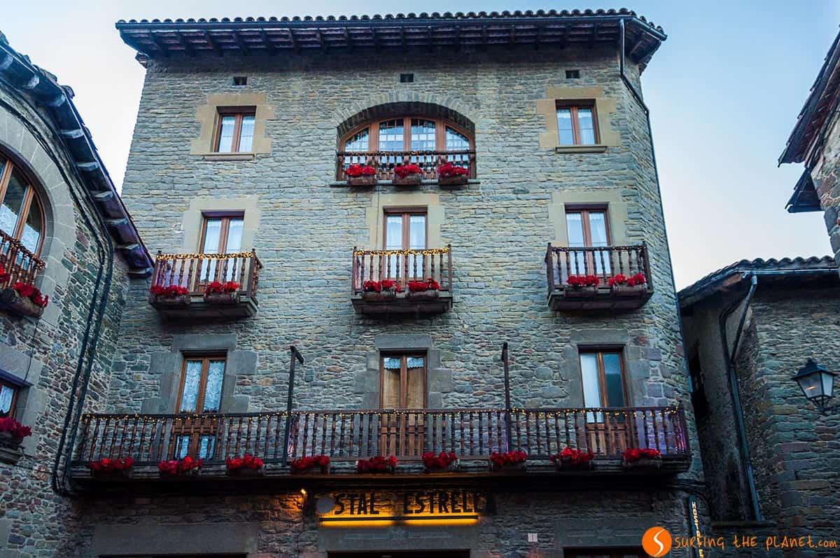 Plaza con casa medieval en Rupit, Cataluña, España | Qué ver en Rupit