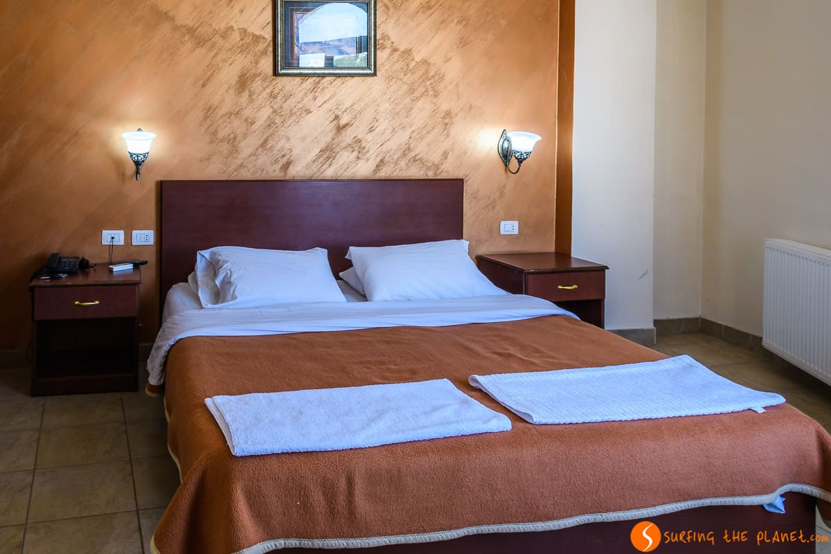 Cama, Hotel Rumman, Madaba, Jordania