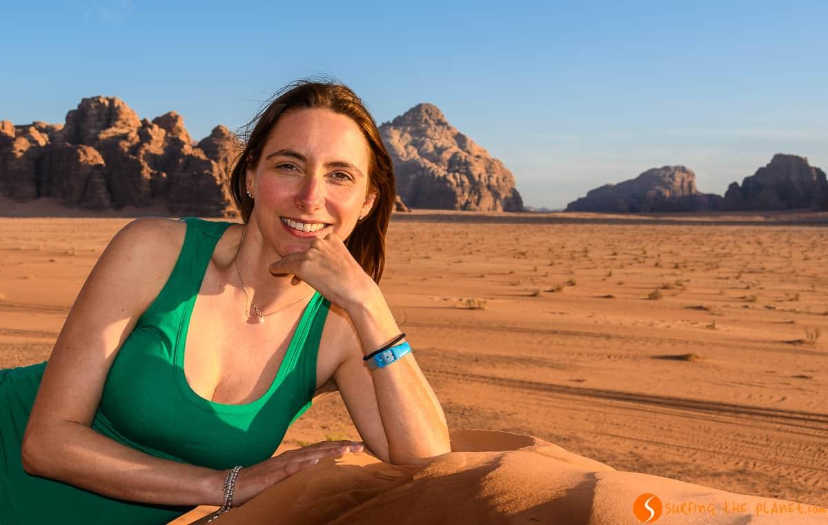 Rachele al atardecer, Desierto de Wadi Rum, Jordania | Qué ver y hacer en Wadi Rum