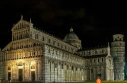 Luces nocturnas, Plaza de los Milagros, Pisa, Italia