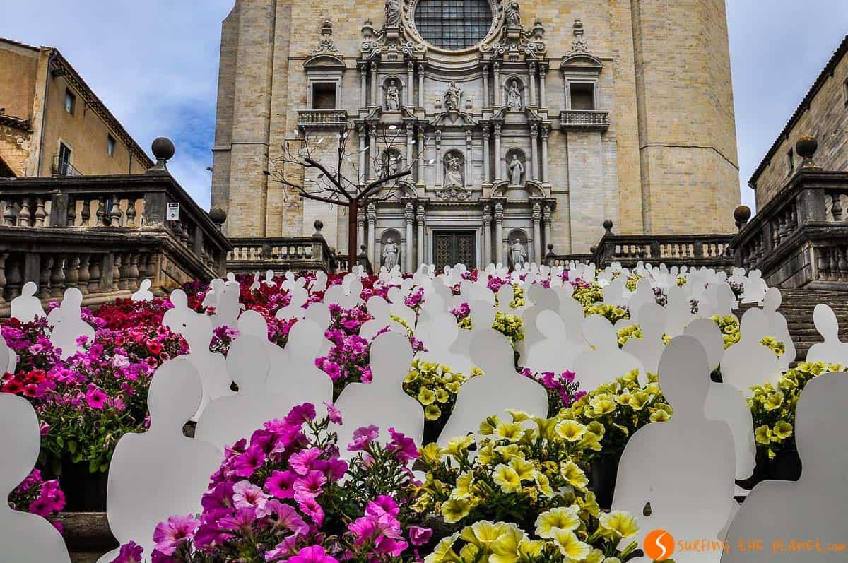 Catedral durante Temps de Flor, Girona, Cataluña | Floriturismo cerca de Barcelona