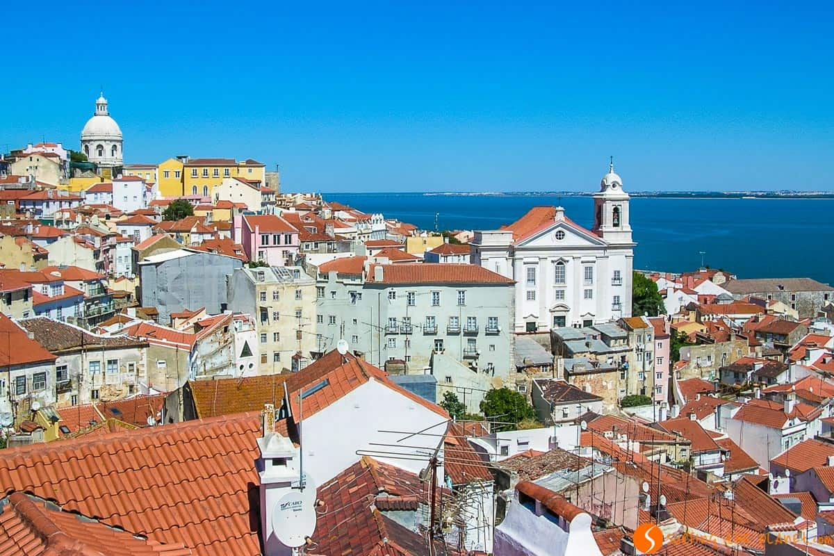 Look-out in Alfama, Lisban, Portugal | Travel to Porto or Lisbon