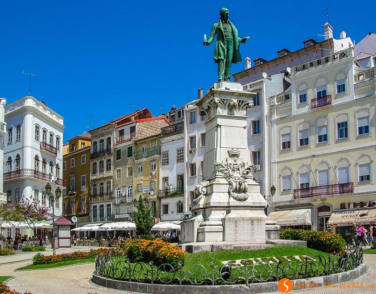 Plaza con escultura, Coimbra, Portugal | 20 Cosas que ver y hacer en Oporto en un día o dos