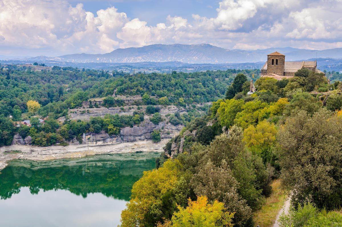 Monasterio de Sant Pere de Casseres, Pantano de Sau, Cataluña | Fin de semana romántico en Cataluña