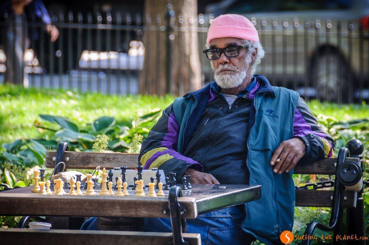 Hombre jugando ajedrez, Washington Square Park, The Village, Nueva York, Estados Unidos | Qué ver en The Village
