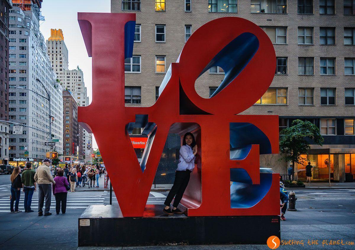 Escultura de LOVE, Midtown, Nueva York, Estados Unidos