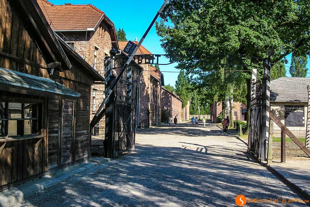 Entrada del campo de concentración Auschwitz I cerca de Cracovia, Polonia