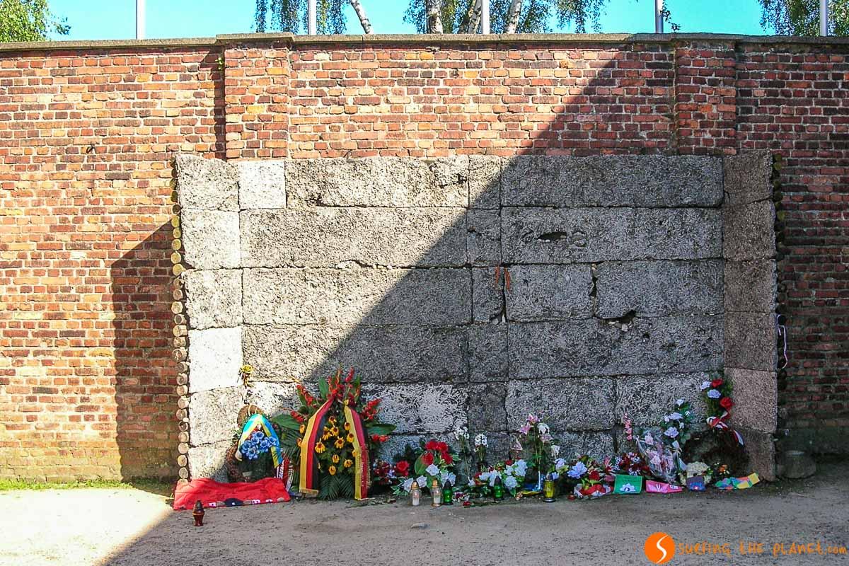 Muro de ejecución en el campo de concentración Auschwitz I cerca de Cracovia, Polonia | Excursión a Auschwitz-Birkenau