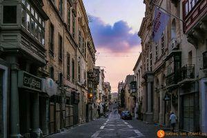 Calle al atardecer, La Valeta, Malta