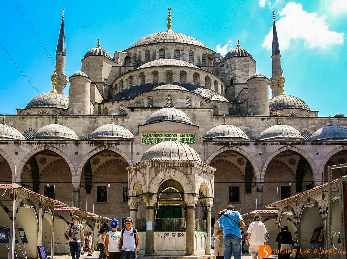 Exterior de la Mezquita Azul, Estambul, Turquía