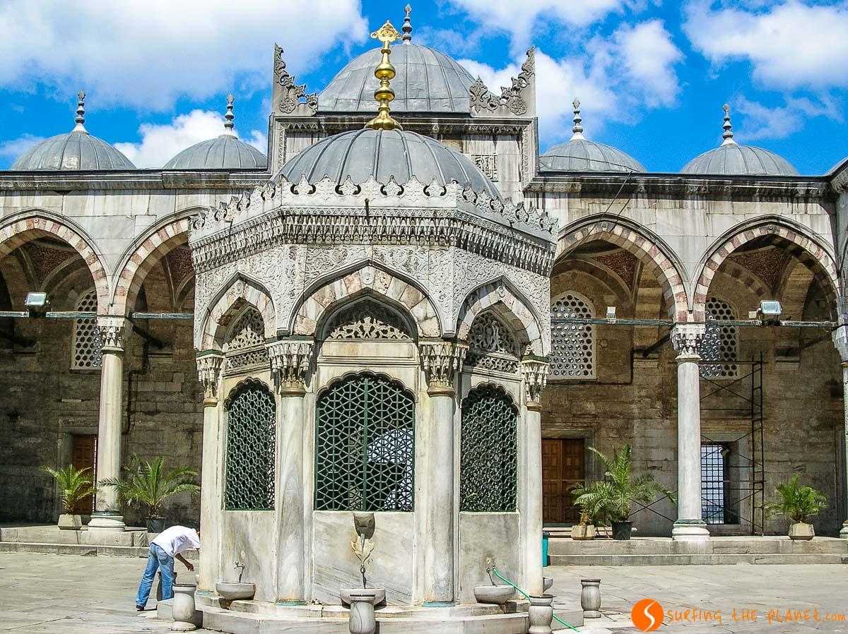 Interior de la Mezquita Nueva, Estambul, Turquía | Qué ver y hacer en Estambul en 3 ó 4 días