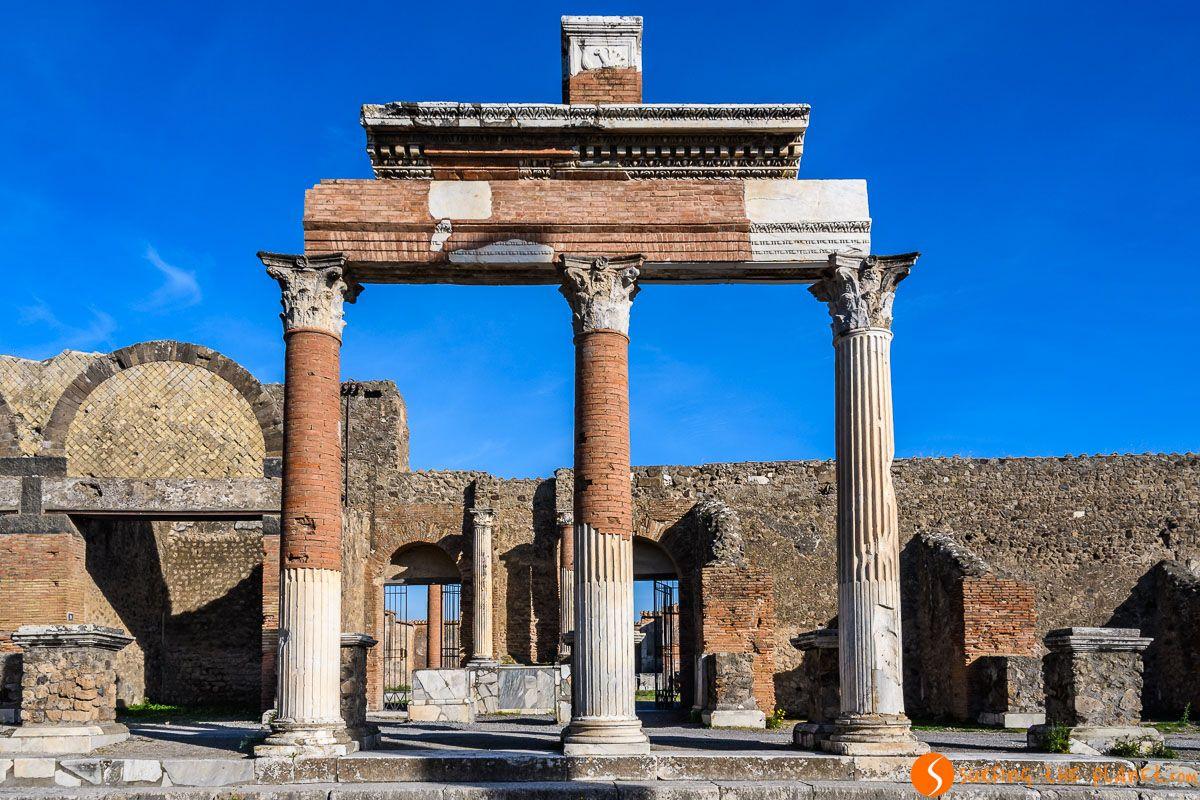 Columnas en Pompeya cerca de Nápoles, Italia | Qué ver en Nápoles en 3 días