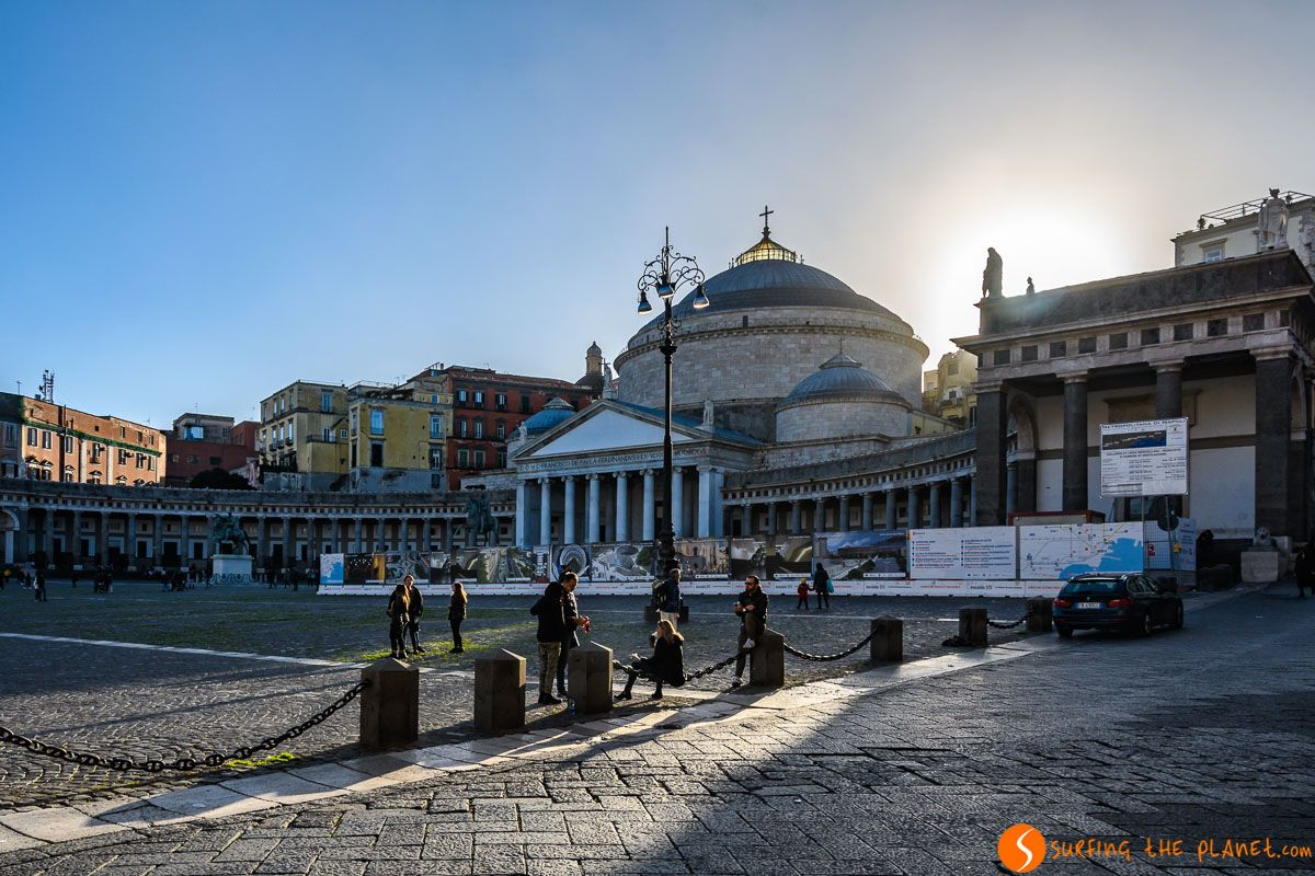 Plaza Plebiscito, Napoli, Italia