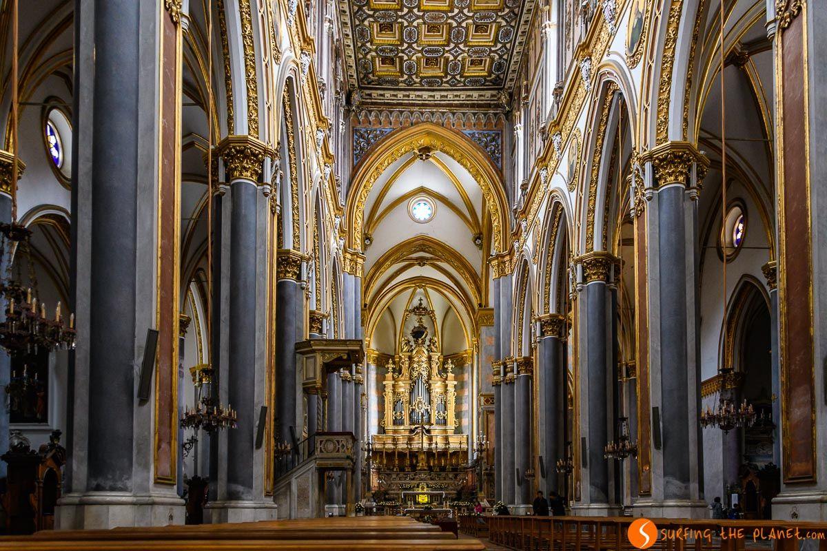 Interior de San Domenico Maggiore, Napoli, Italia | Qué ver y hacer en Nápoles