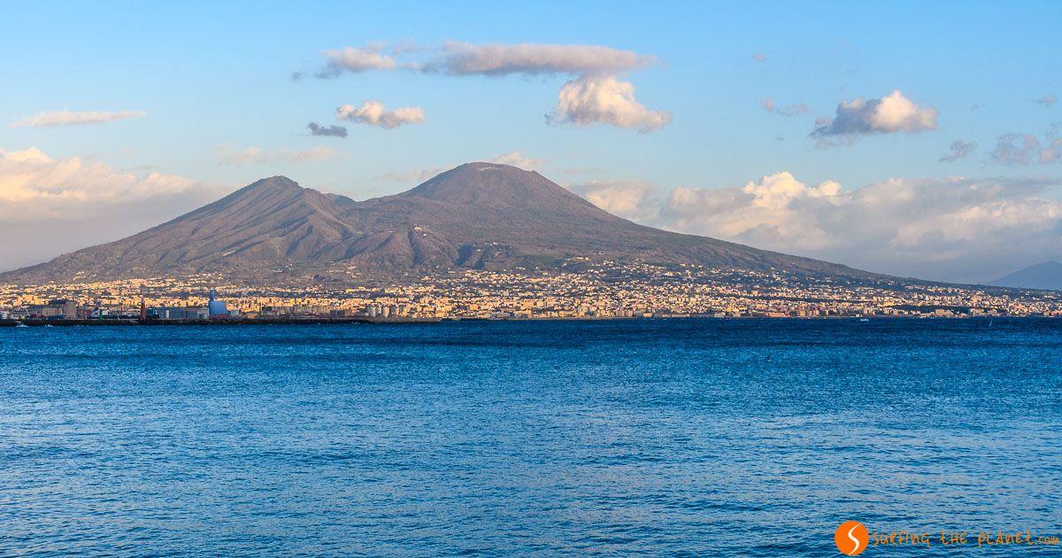 Monte Vesubio desde el Paseo Marítimo de Nápoles, Italia | 10 excursiones desde Roma