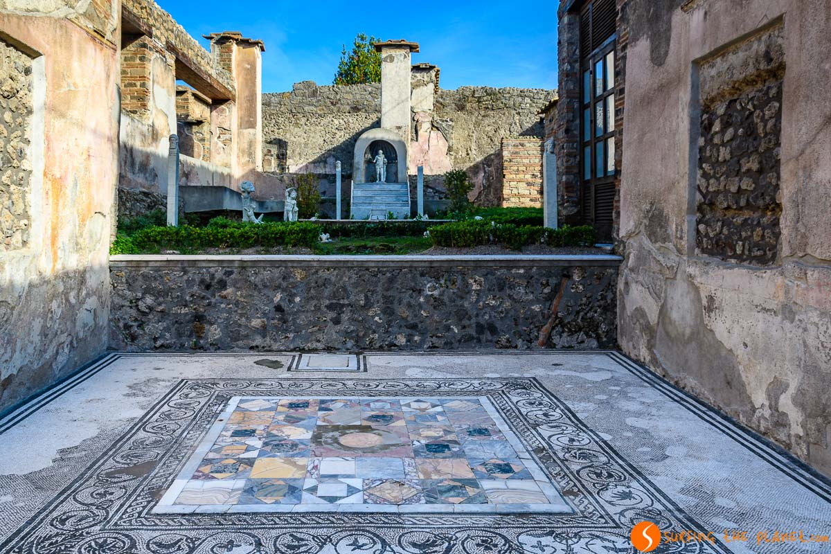 Typical patio, Pompeii, Italy | The best excursions from Naples