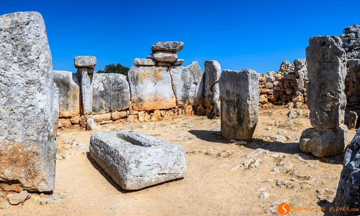 Recinto de taula, Torre d'en Galmés, Menorca, España | Ruta de la arquitectura talayótica