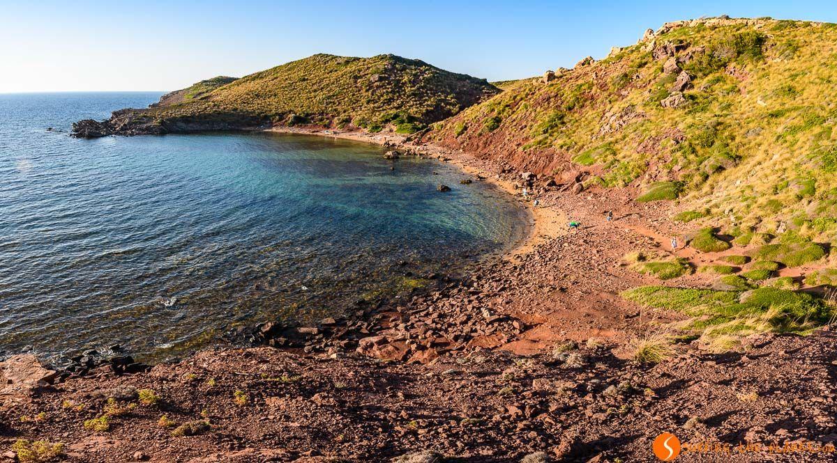 Soledad en Cala Roja, Menorca, España | Las 25 calas y playas más bonitas de Menorca