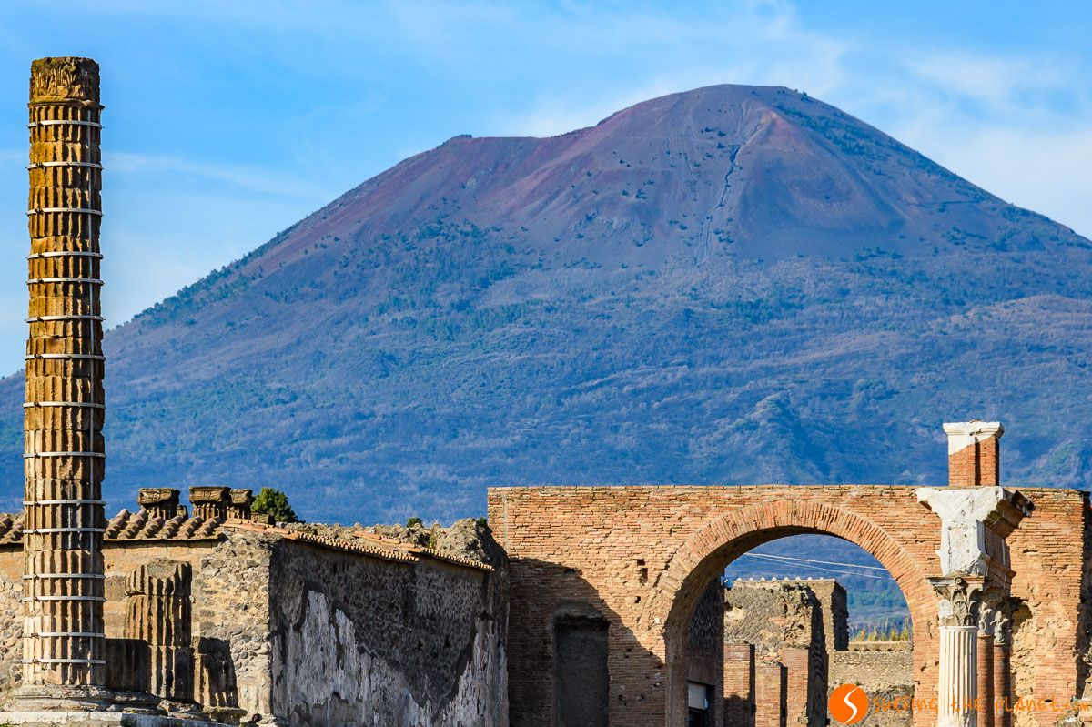 Mount Vesuvius from Pompeii, close to Naples Italy | The best excursions from Naples