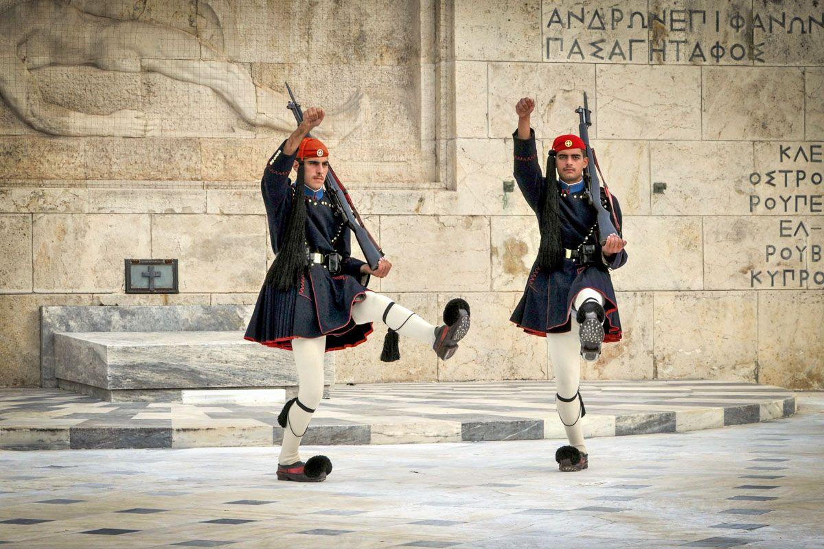 Cambio de guardia, Plaza Syntagma, Atenas, Grecia   Qué hacer en Atenas en 2 días