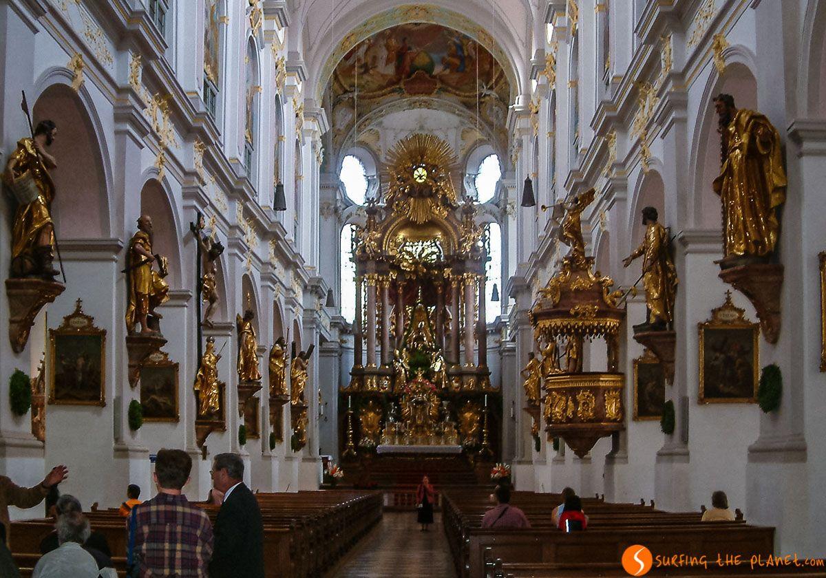 Interior, Iglesia San Pedro, Múnich, Alemania | Qué ver y hacer en Múnich