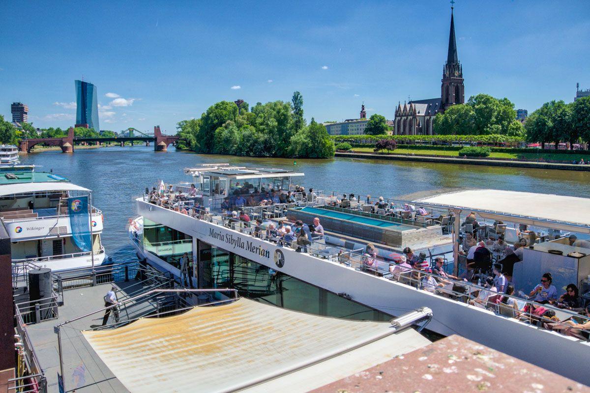 Paseo en barco por el Río Meno, Frankfurt, Alemania