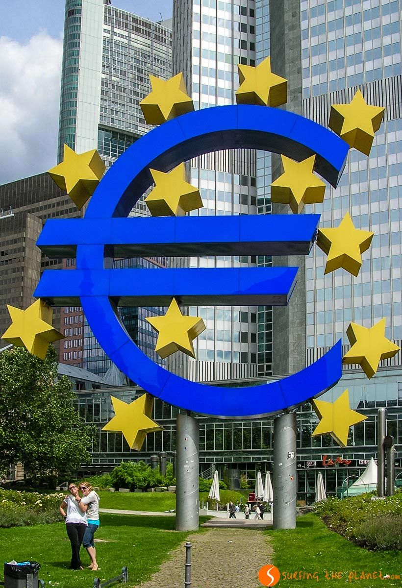 Símbolo del Euro, Plaza Willy-Brandt, Frankfurt, Alemania