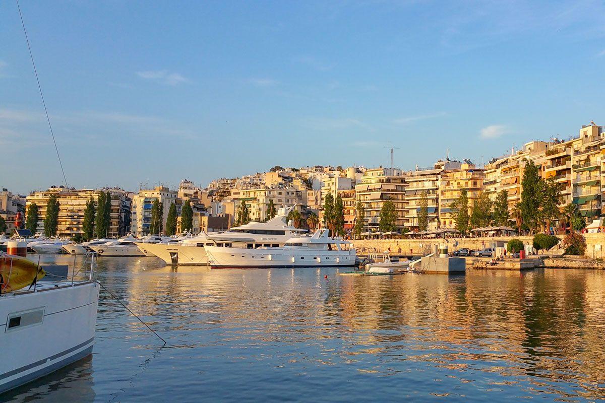 Puerto en el Pireo cerca de Atenas, Grecia