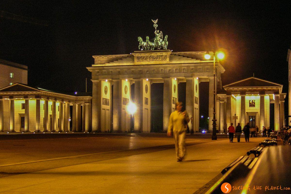 Puerta Brandeburgo de noche, Berlín, Alemania