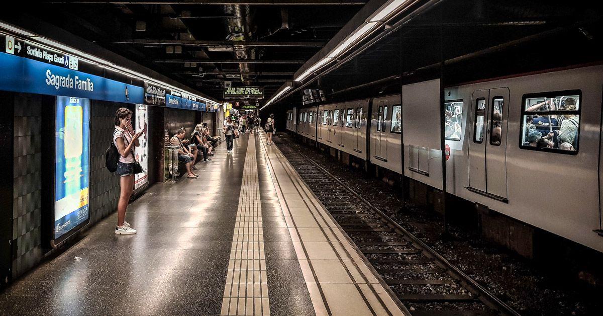 Estación de metro, Barcelona, España | Estación de taxi, Barcelona, España | Cómo ir desde el Aeropuerto al Centro de Barcelona