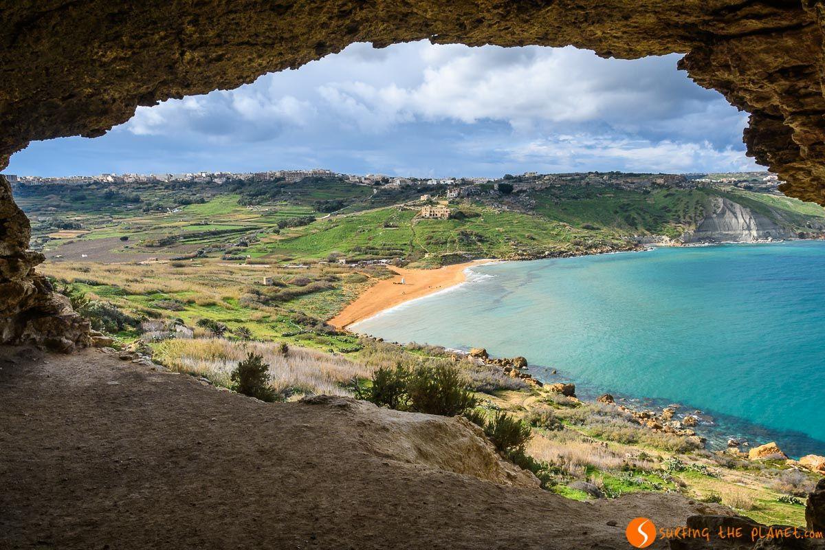 Vistas de Ramla Bay desde Cueva Tal-Mixta, Gozo, Malta