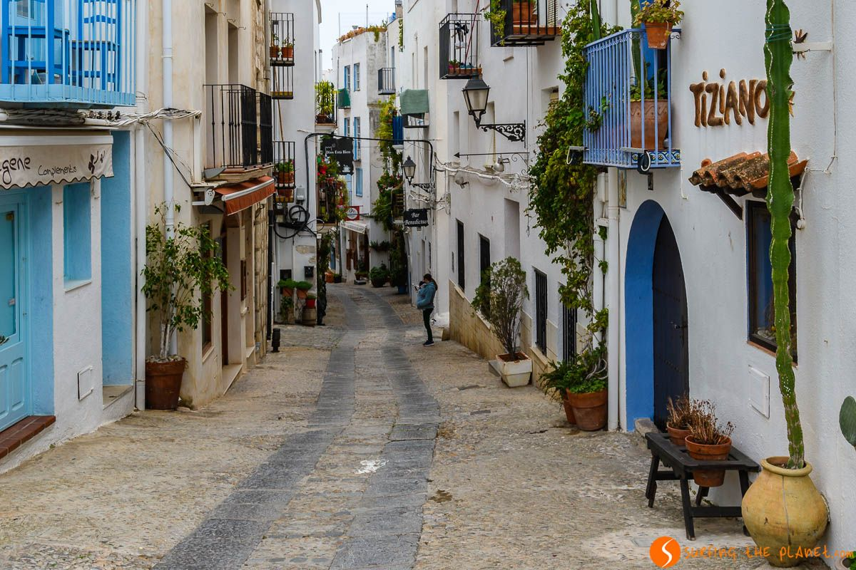 Calle pintoresca, Peñíscola, Provincia de Castellón, Comunidad Valenciana, España