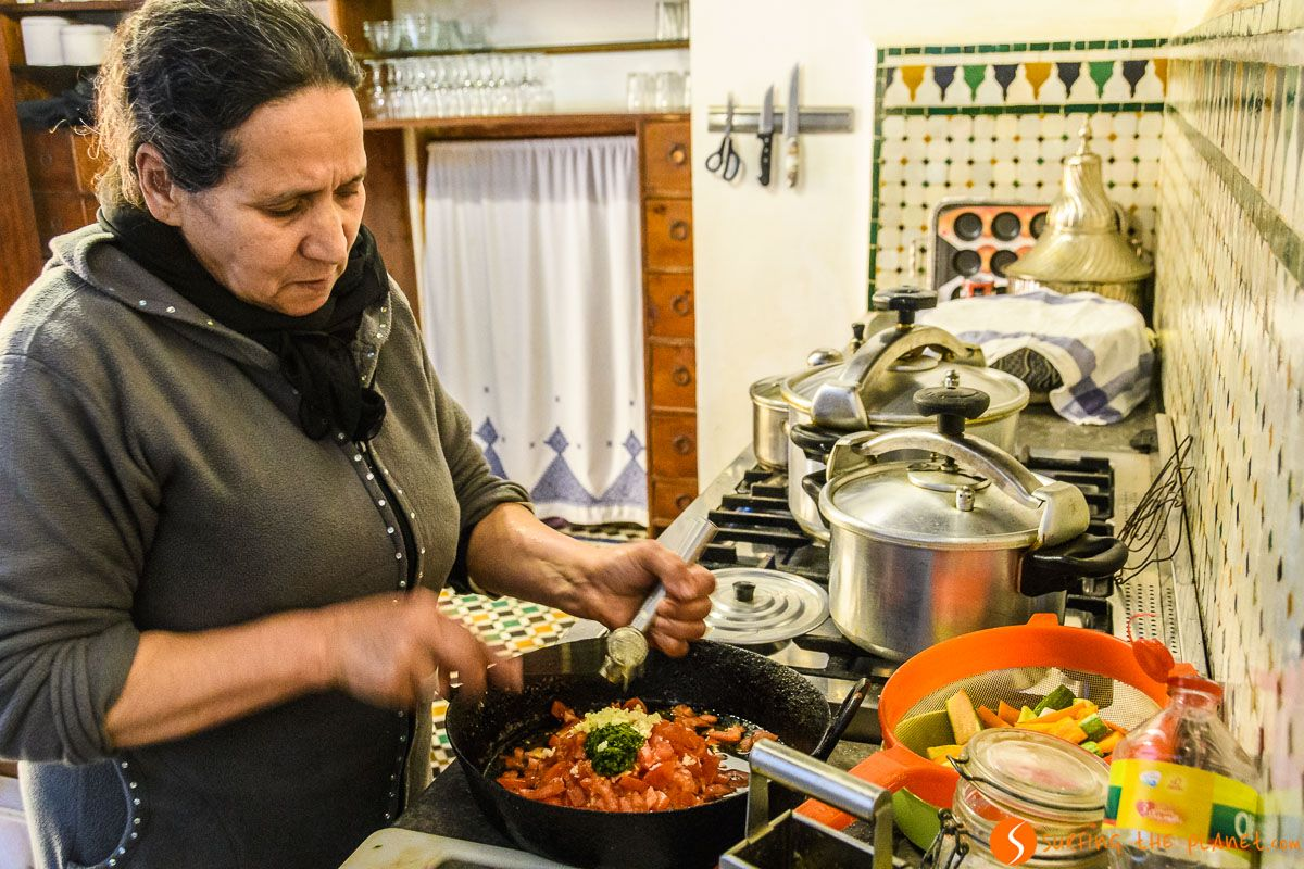 Cocinera, Dar Seffarine, Fez, Marruecos