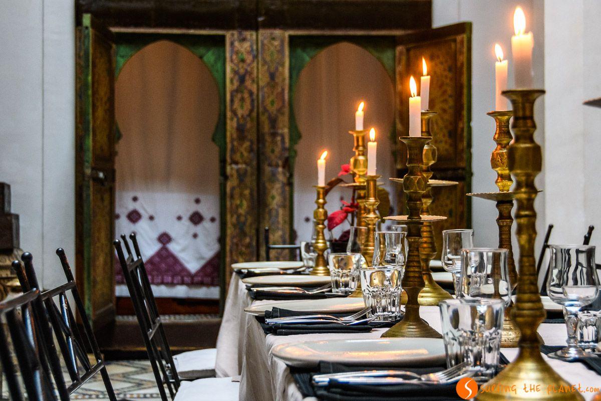 Mesa con velas, Dar Seffarine, Fez, Marruecos | Dónde comer en Fez