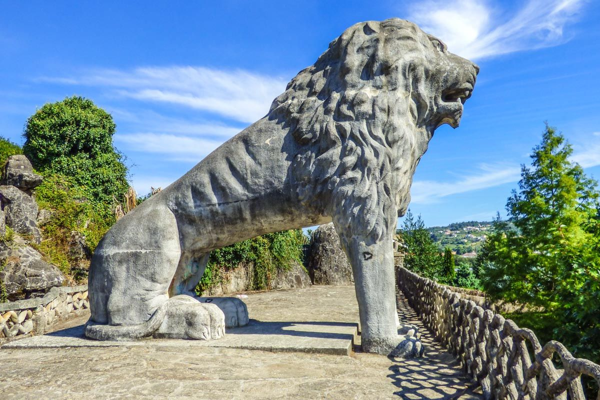Escultura de León, Betanzos, A Coruña, Galicia | Ruta por Galicia